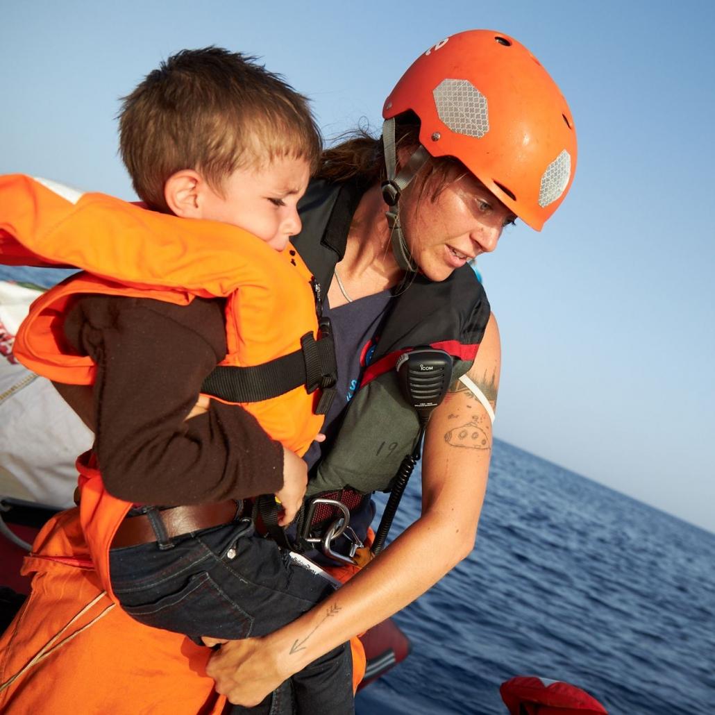 Einsatz Crew rettet Kind