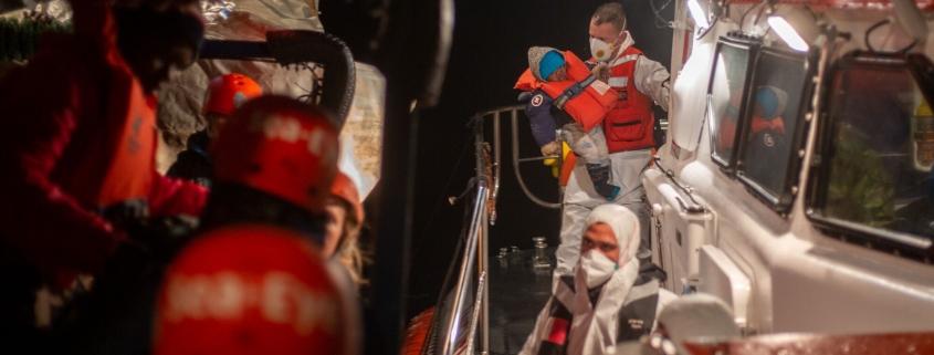 Maltesische Marine mit Kind