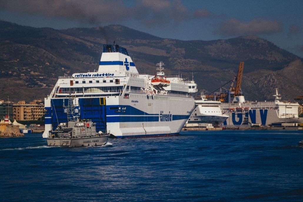Quarantäneschiff: RAFFAELE RUBATTINO in Palermo