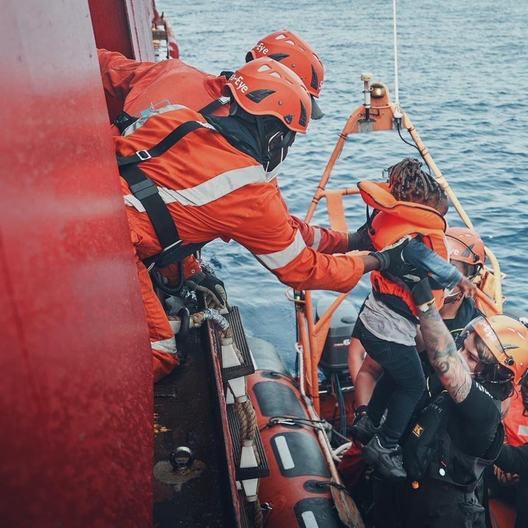 SEA-EYE 4: Rettung eines Kindes