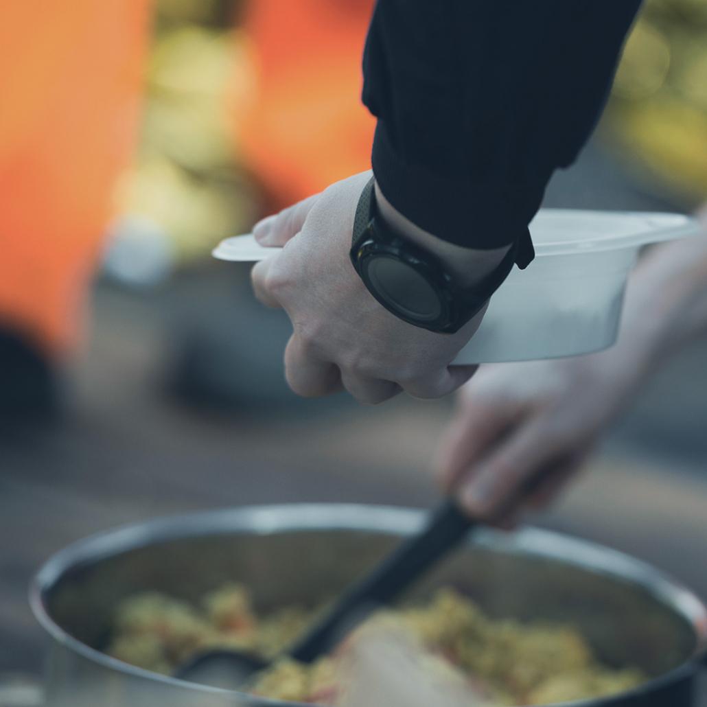 Essensausgabe an Bord der ALAN KURDI