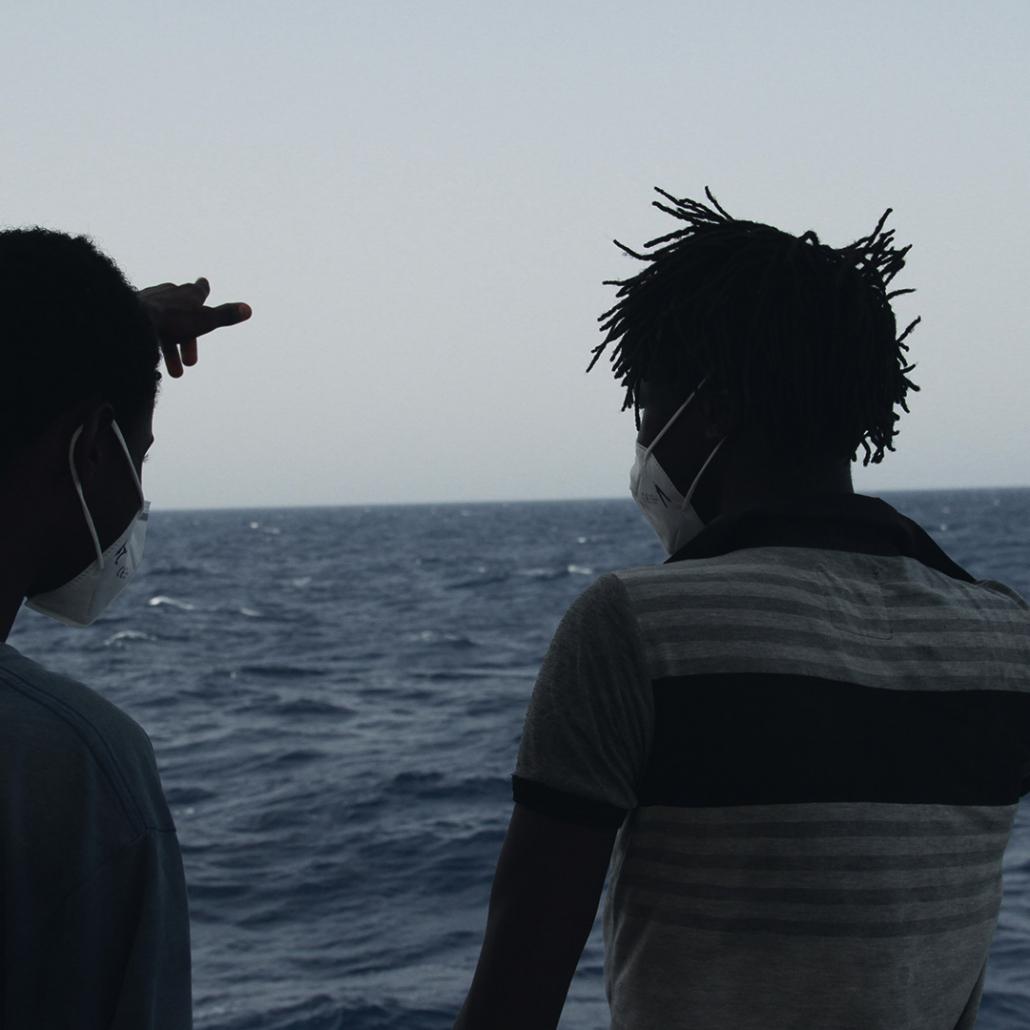 Geflüchtete an Bord der SEA-EYE 4