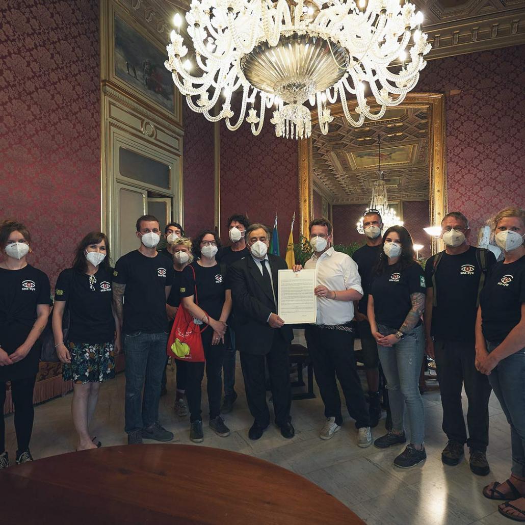 Ehrenbürgerschaft für die Crew der SEA-EYE 4 in Palermo